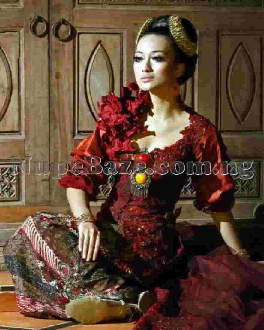 Top 10 Most Beautiful Traditional Dressing Around The World, Women Fashion Dressing, Kebaya, Indonesian